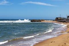 Kustzeegezicht bij Umdloti-Strand in Zuid-Afrika stock foto's