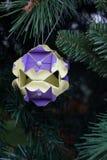 Kusudama origamigarnering i julgran Fotografering för Bildbyråer
