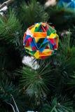 Kusudama origamigarnering i julgran Royaltyfria Bilder