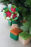 Kusudama origamigarnering i julgran Royaltyfri Fotografi