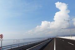 Kuta huvudväg till bal-cityien, bali, Indonesien Arkivfoto