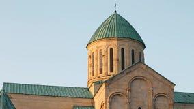 Kutaisi, Georgië Oude Muren van Bagrati-Kathedraal De Plaats van de Erfenis van de Wereld van Unesco Beroemd Oriëntatiepunt, Mees stock video