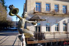 KUTAISI, GEORGIA - NOVEMBER 22, 2016: Famous statue of Boy on White Bridge in Kutaisi, Georgia Stock Photography