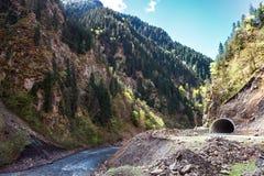 Kutaisi Río de Rioni Camino militar imagen de archivo libre de regalías