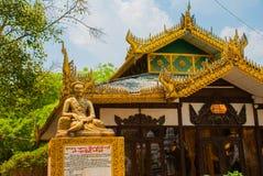 Kuthodaw塔在曼德勒,缅甸 缅甸 免版税库存照片