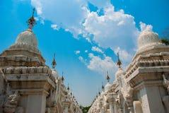 Kuthodaw塔在曼德勒,缅甸 缅甸 免版税库存图片