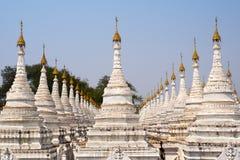 Kuthodaw塔,世界的最大的书,在曼德勒,缅甸 库存图片