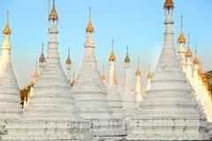 Kuthodaw塔,缅甸 免版税图库摄影