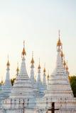 Kuthodaw塔,缅甸 免版税库存图片