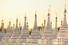 Kuthodaw塔,缅甸 免版税库存照片