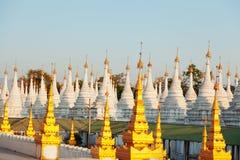 Kuthodaw塔,缅甸 库存图片