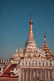 Kuthodaw塔,缅甸 图库摄影