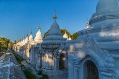 Kuthodaw pagoda w Mandalay, Birma Myanmar zdjęcie royalty free