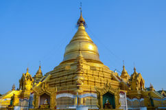 Kuthodaw Paya, Myanmar Royaltyfria Foton