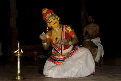 Kuthu de Nangiar, funcionamiento a solas de las mujeres Foto de archivo