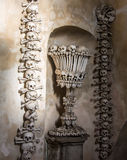Kutna Hora, République Tchèque - 19 mars 2017 : Intérieur de l'ossuaire Kostnice de Sedlec décoré des crânes et des os Photo stock