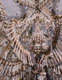 Kutna Hora, repubblica Ceca - 19 marzo 2017: Interno dell'ossario Kostnice di Sedlec decorato con i crani e le ossa Immagine Stock
