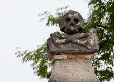 Kutna Hora, Tjeckien - mars 19, 2017: Inre av den Sedlec ossuaryen Kostnice dekorerade med skallar och ben Arkivfoton
