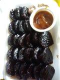 kutsinta pinoy del kakanin con la salsa del caramello Fotografia Stock Libera da Diritti