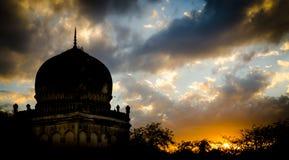 Kutub Shahi gravvalv - Hyderabad Royaltyfria Bilder