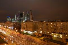 Kutzov大道和Moskva城市在晚上 免版税图库摄影
