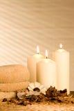 Kuuroord candels met welriekend mengsel van gedroogde bloemen en kruiden Royalty-vrije Stock Afbeelding