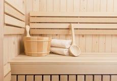 Kuuroord en wellness accessores in sauna Royalty-vrije Stock Foto's