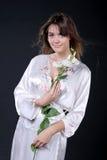 Kuuroord, mooie vrouw in oosterse robe Royalty-vrije Stock Foto's