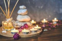 Kuuroord samenstelling-stenen, kaarsen, aromatherapy, droge bloemen stock afbeelding