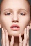 Kuuroord, wellness en zorg. Model gezicht met schone huid royalty-vrije stock afbeeldingen