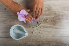 Kuuroordhoofdzaak voor een manicure Stock Foto
