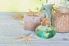 Kuuroordproducten voor gezichts en lichaamsverzorging Eigengemaakte zeep, natuurlijke oi Stock Foto