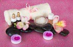 Kuuroordreeks, kaarsen en handdoek Royalty-vrije Stock Afbeelding