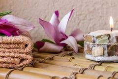 KUUROORDsamenstelling met de zorg van de magnoliahuid Stock Foto