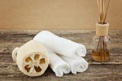 Kuuroordsamenstelling met van het massageborstels en aroma therapie royalty-vrije stock afbeelding