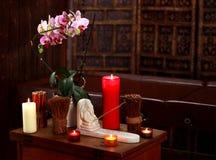 Kuuroordstilleven met aromatische kaarsen Royalty-vrije Stock Foto's