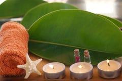 Kuuroordstilleven met kaarsen, een handdoek en een zeester Royalty-vrije Stock Foto's
