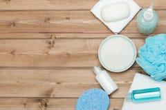 Kuuroorduitrusting Hoogste mening Shampoo, Zeepbar en Vloeistof Douchegel Aro Royalty-vrije Stock Afbeeldingen