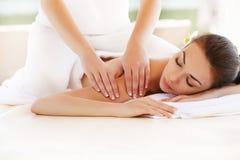 Kuuroordvrouw. Close-up van een Beautiful Woman Getting Spa Behandeling. stock afbeeldingen
