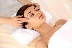 Kuuroordvrouw. Close-up van een Beautiful Woman Getting Spa Behandeling. royalty-vrije stock foto