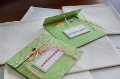 Kuvert för skivor vita servetter Royaltyfri Foto