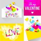 Kuvert med hjärtor för valentin dag Arkivbild
