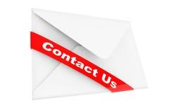 Kuvert med kontakten oss tecken Arkivfoton
