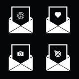kuvert med symbolen på svart vektor Royaltyfri Foto