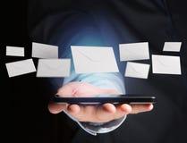 Kuvertmeddelande som visas på en futuristisk emailmanöverenhet - 3d Arkivfoto
