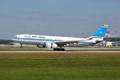 Kuwait Airways Airbus A330-200 airplane Royalty Free Stock Photography