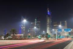 Kuwait City på natten Arkivfoton