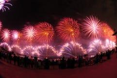 Kuwait ragt Feuerwerk hoch Stockfotos
