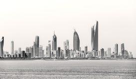 Kuwait-` s Küstenlinie und Skyline stockfotografie