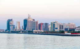 Kuwait Salmiya strandbyggnader Royaltyfri Foto
